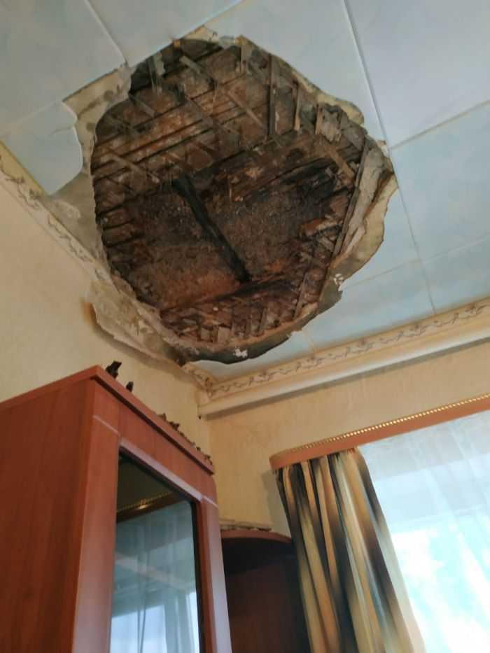 обвалившийся потолок внутри