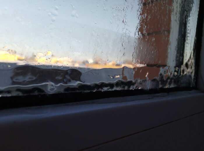 Окна покрыты  льдом