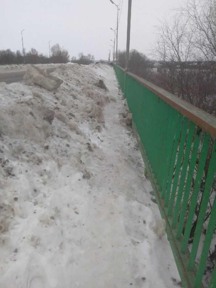 Мост один единственный через реку от центра города на Пригород