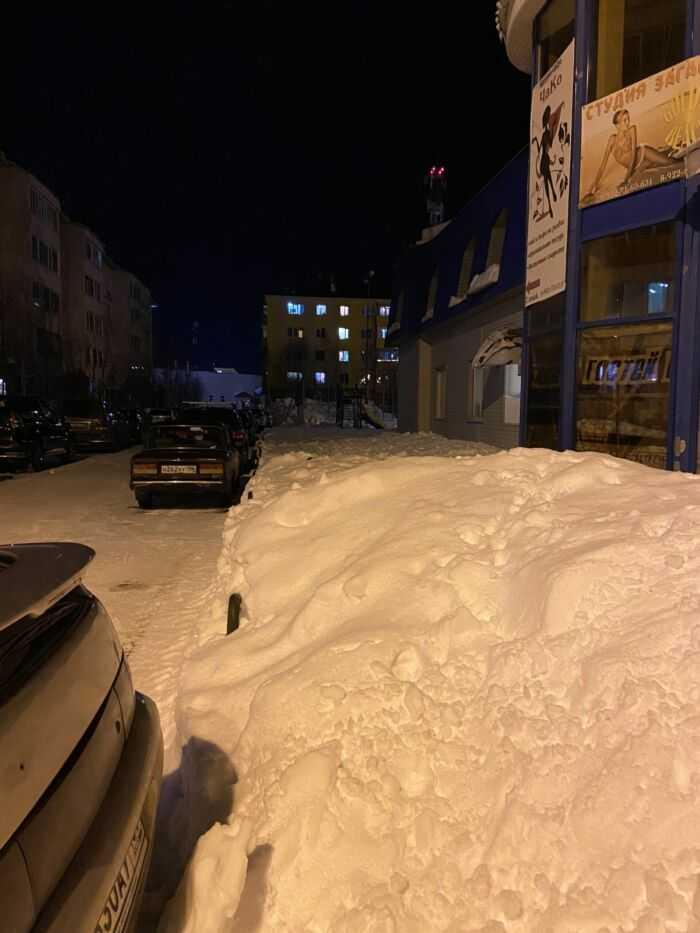 Гора снега