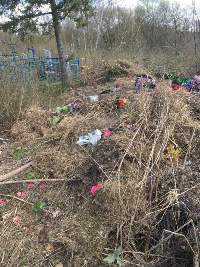 Свалка на кладбище
