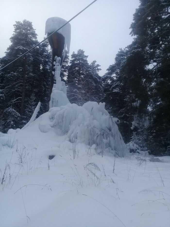 Водобашня вся во льду