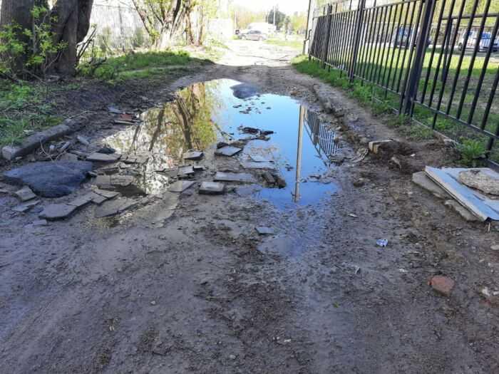 Плохой участок дороги напротив дома 12 по улице Чехова г. Старая Купавна