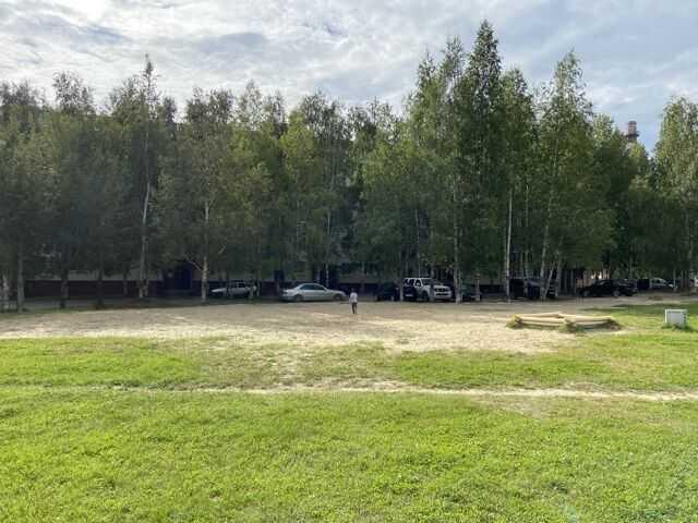 Здесь изображён 1 Мкр 9 дом снесли детскую площадку 3 недели назад